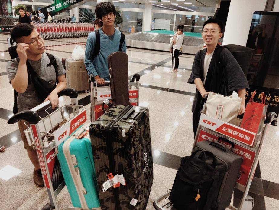 厦门高崎机场,刚刚到达的我们